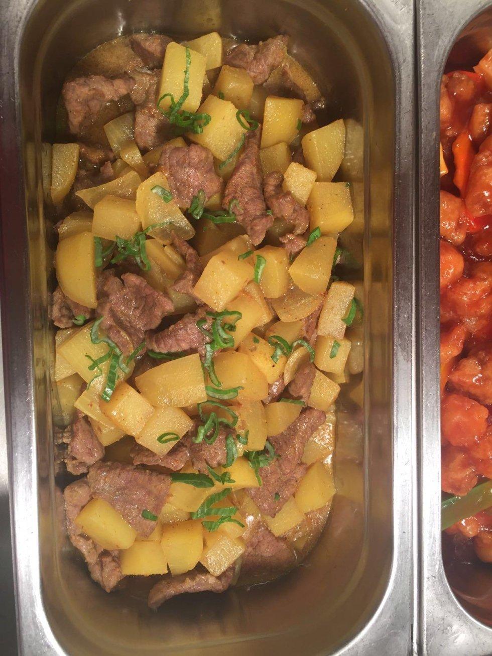 Vitelli con patata e salsa curry