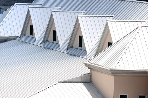 Copertura di tetto con pannelli a coppo