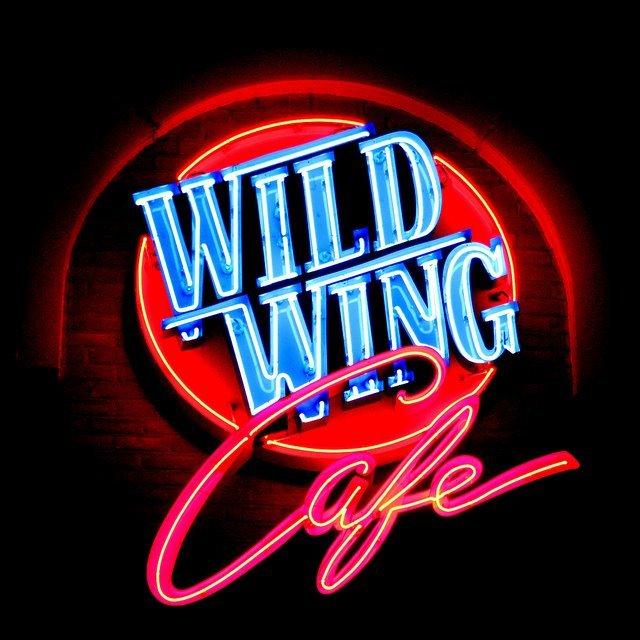 WILD WING CAFE illuminato