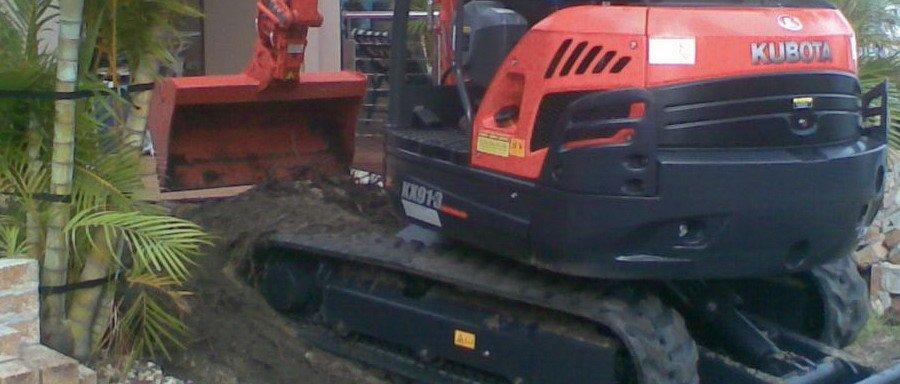 man operating XX913 excavator