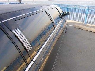 applicazione pellicola oscurante auto