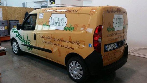 camioncino specialita` gastronomiche di piccola ristorazione