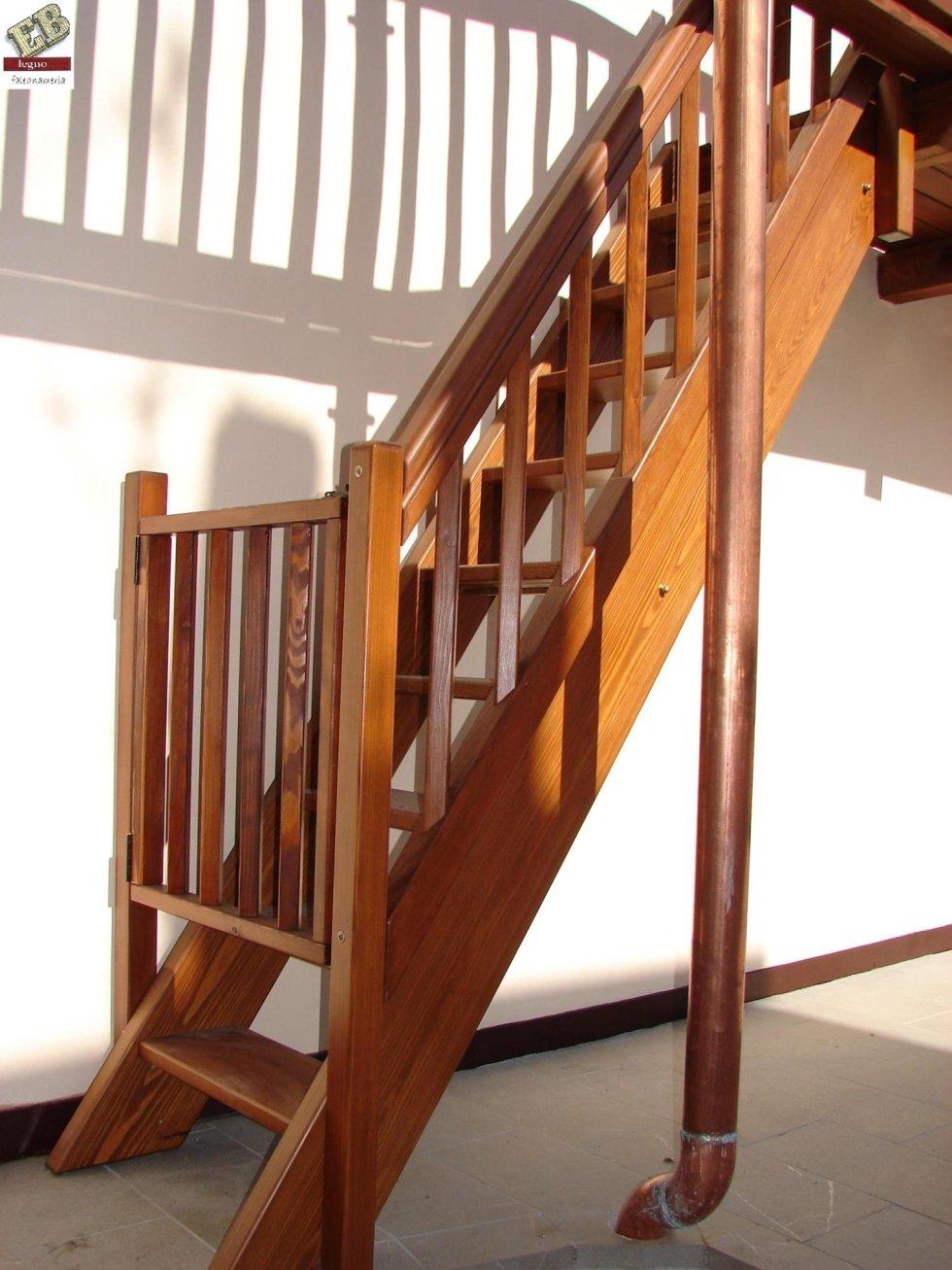 scala in legno per poggiolo con cancello