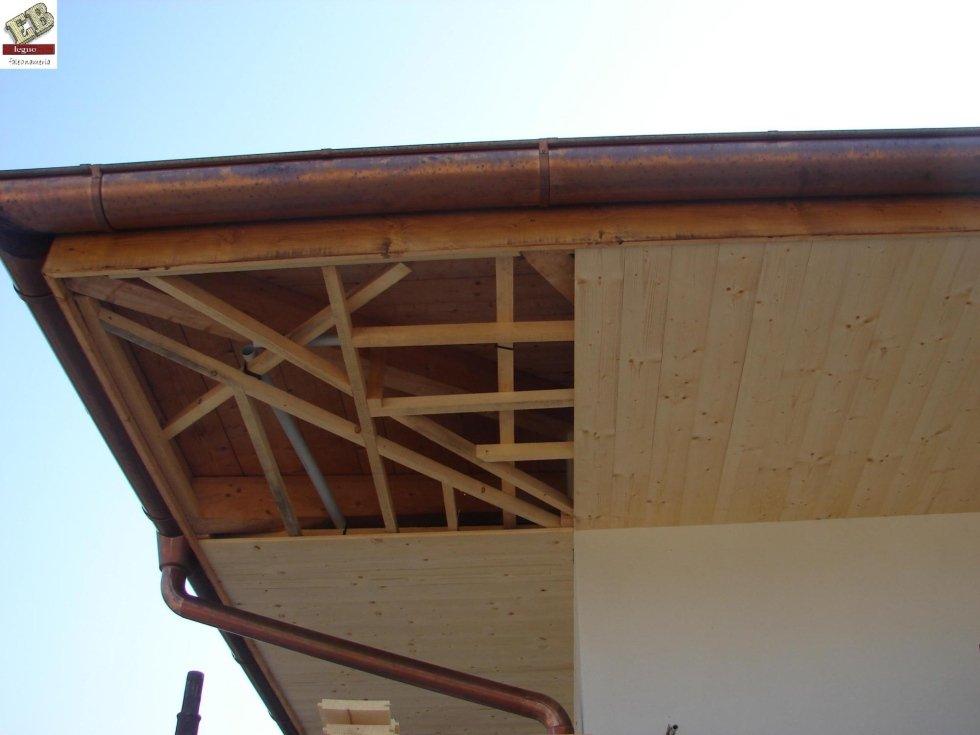 Lavoro di tamponamento tetto
