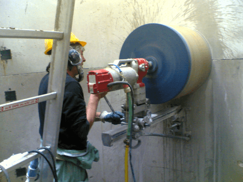 Utilizziamo la carotatrice a rotazione senza percussione.