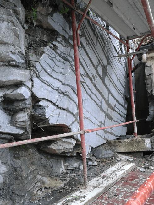 Sezioniamo le rocce con taglio con filo.
