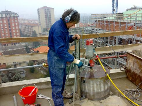 Garantiamo la realizzazione di carotaggi con utensili raffreddati ad acqua.