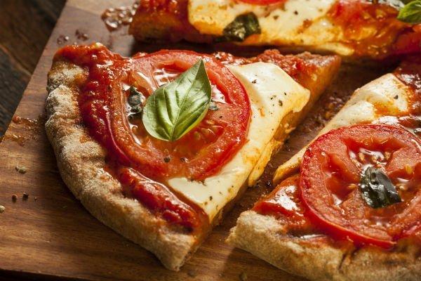 pizza con i pomodori