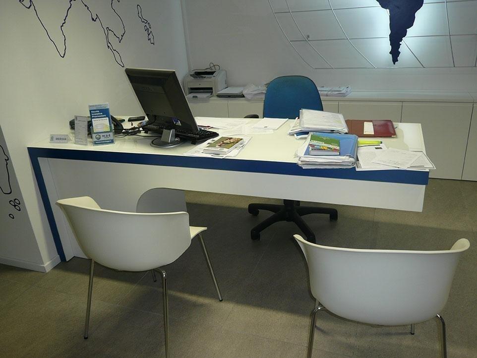 Produzione Arredamento Ufficio su misura