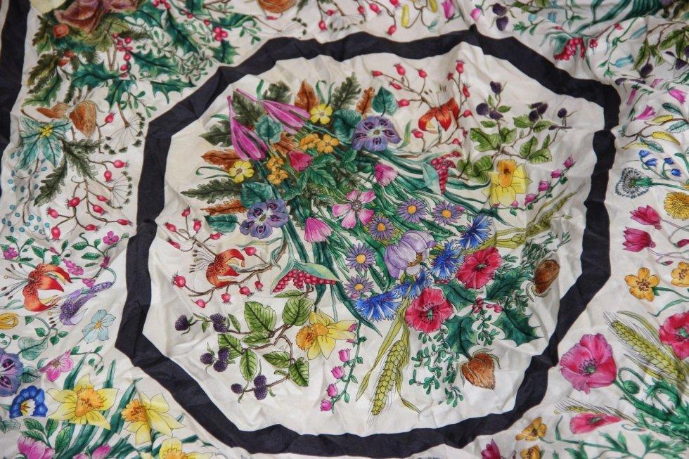Foulard fleurs en soie