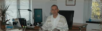 l'avvocato nel suo studio