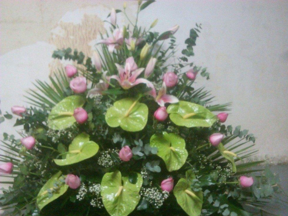 fiori rosa scuro foglie verdi