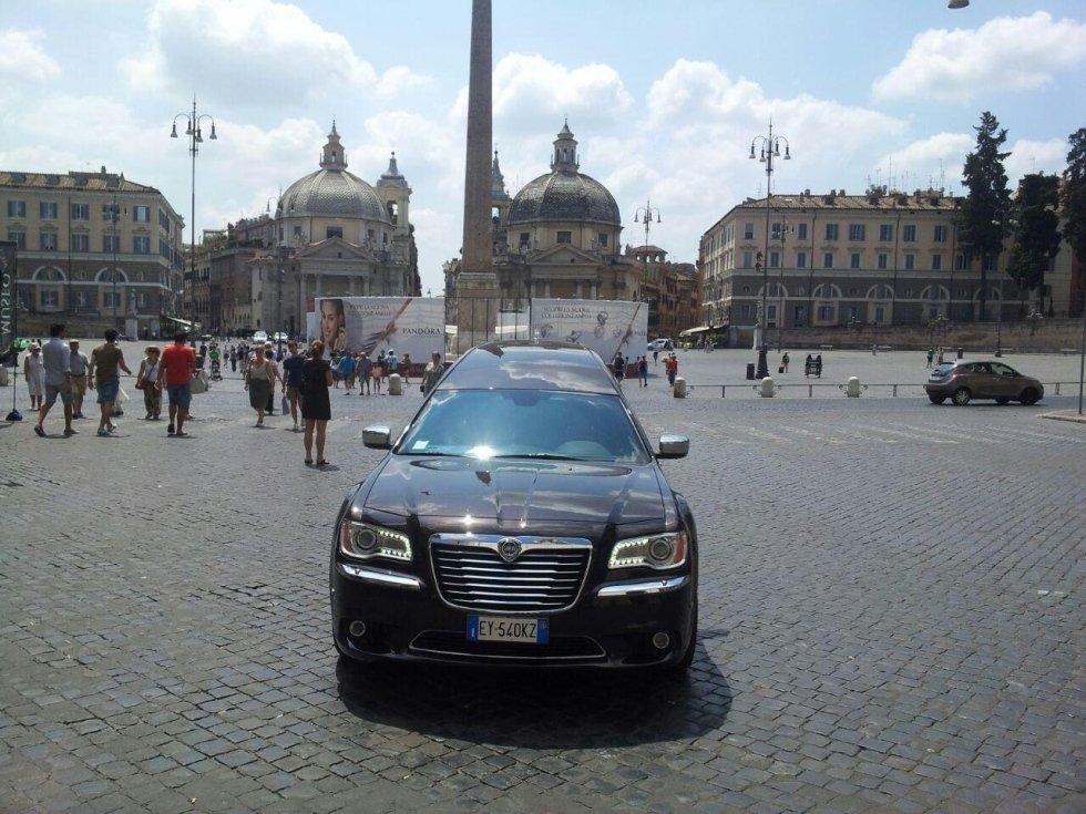 macchina nera fronte funebre