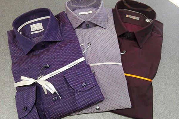 delle camicie di color viola, lilla e bordeaux
