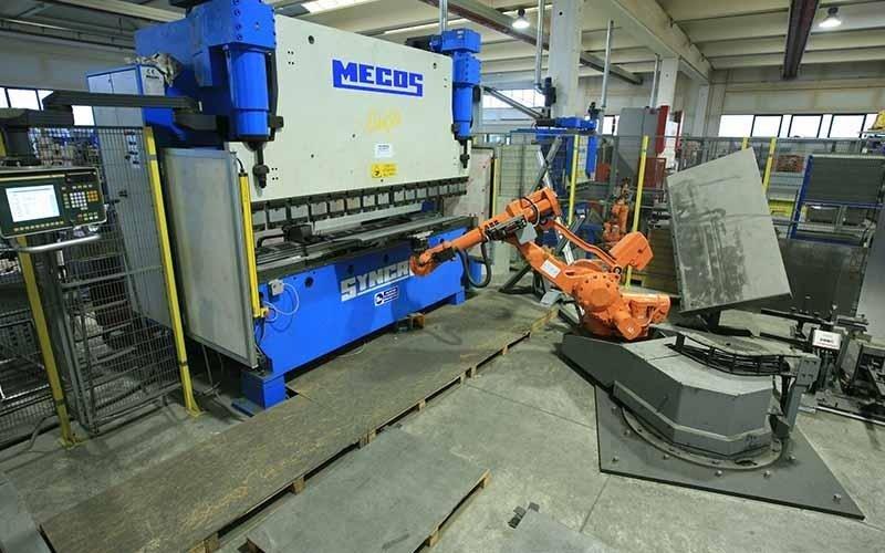 Equipment for metal bending