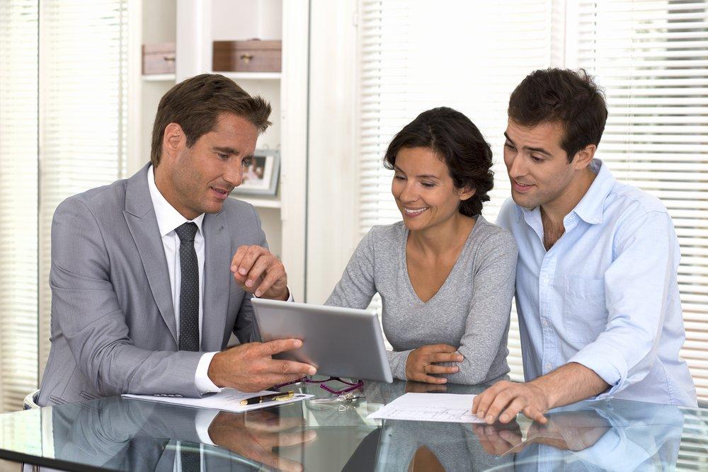 Investor helping a man manage financial porfolio