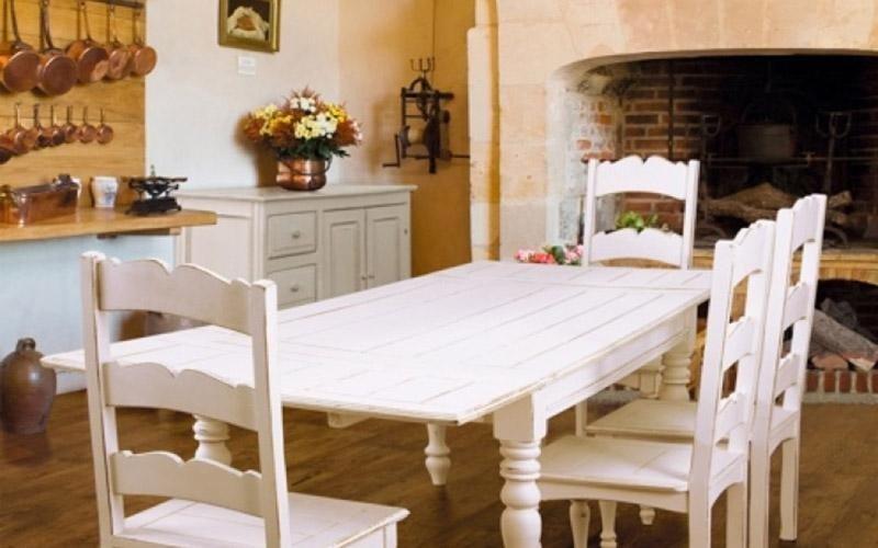 Tavolo etnico in legno