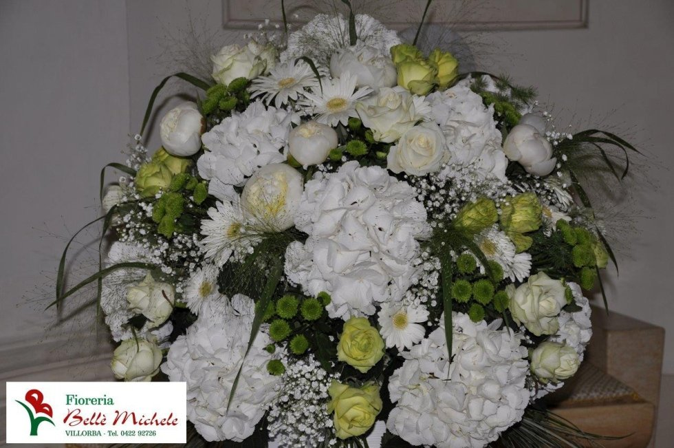 Composizione floreale bianca