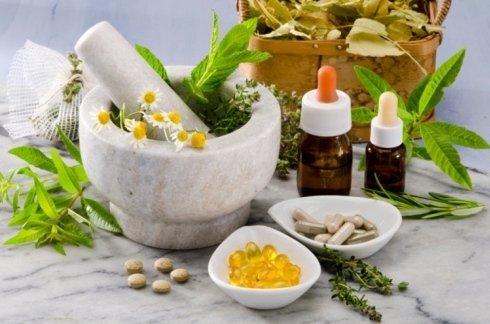 preparazione medicine con mortaio in pietra