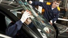 riparazione vetri auto, sostituzione parabrezza scheggiato, riparazione vetri auto