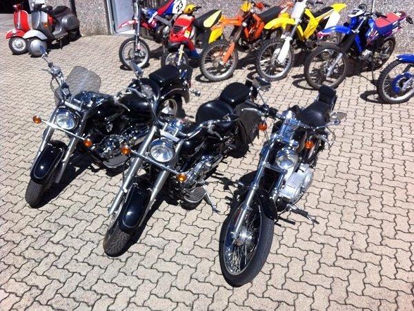delle moto chopper e delle moto da cross