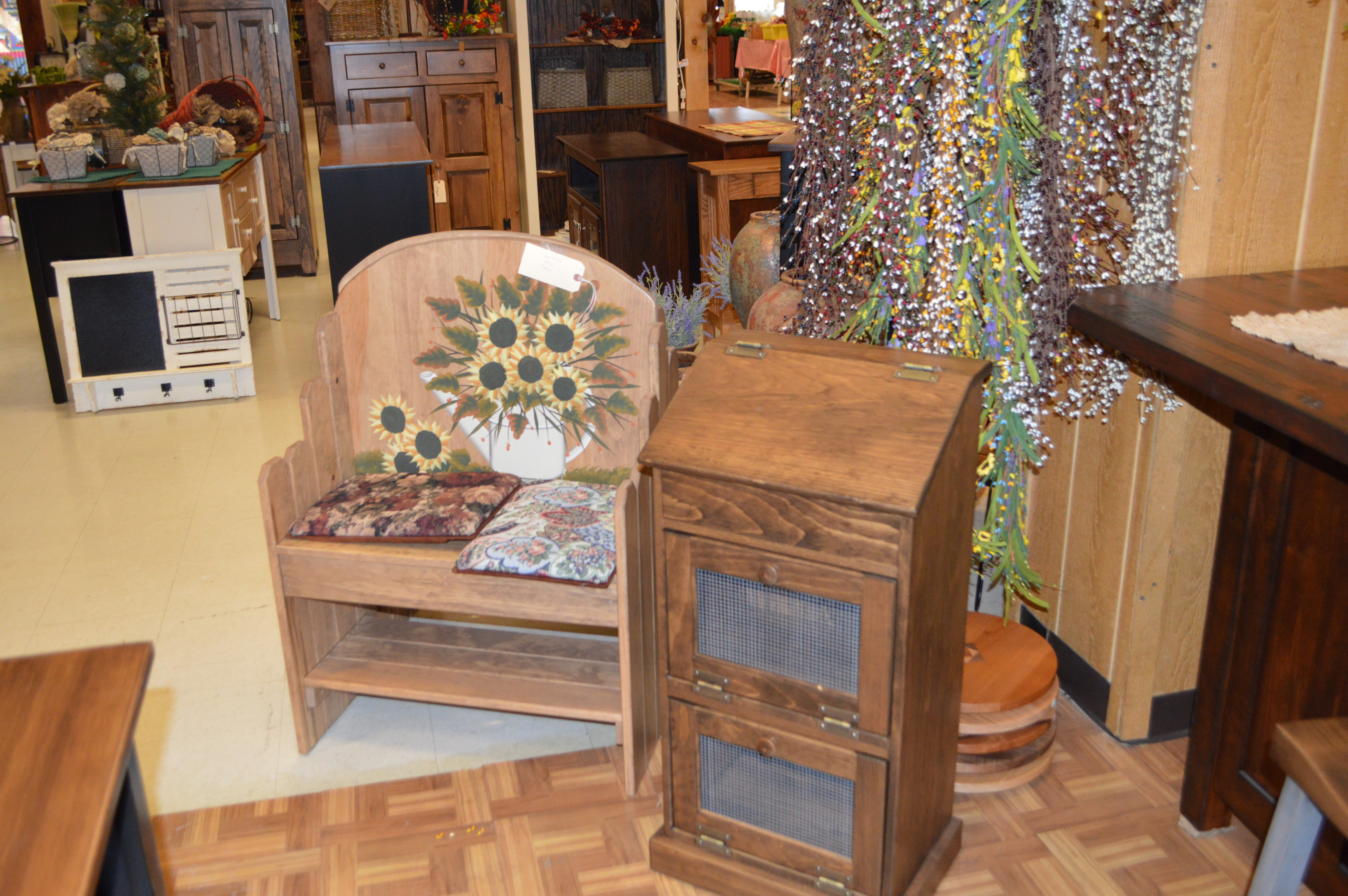 Located At Pennsylvania Dutch Market In Hagerstown, MD, Lappu0027s Furniture U0026  Home Décor Offers A Variety Of Furniture And Decorating Items For Your Home.