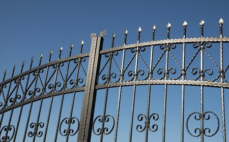 huge metal gate