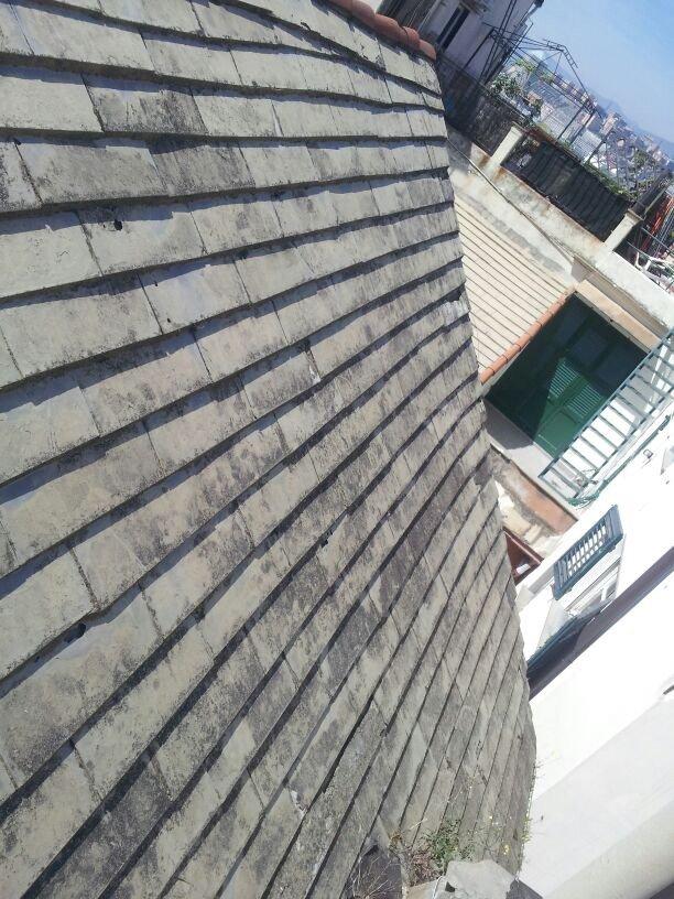 Dettaglio di un tetto in fase di ristrutturazione