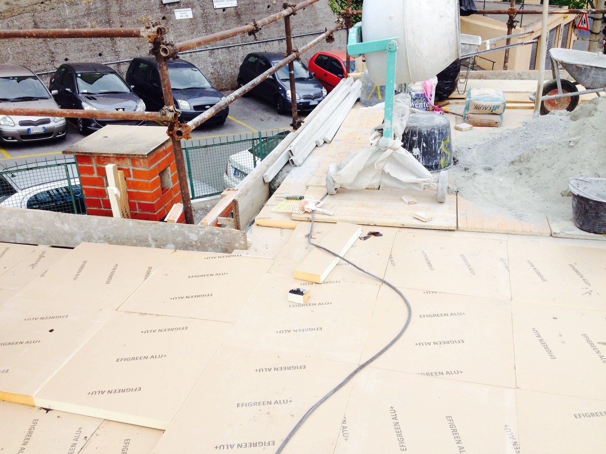 Pannelli isolanti su un tetto