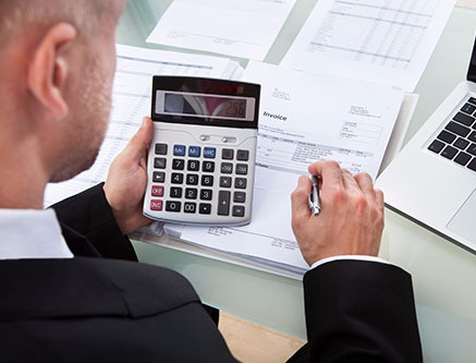 Professional doing the bookkeeping in Lincoln, NE
