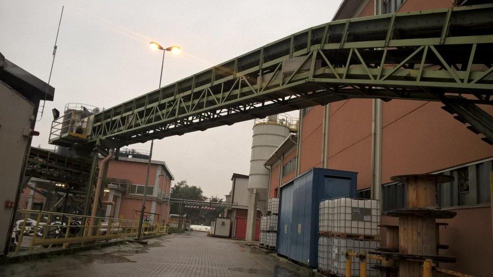 esterno di un capannone industriale