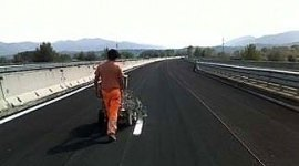 realizzazione di segnaletica su strade