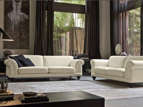 divani bianchi con braccioli imbottiti
