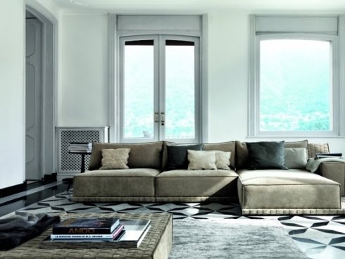 divano con base a terra