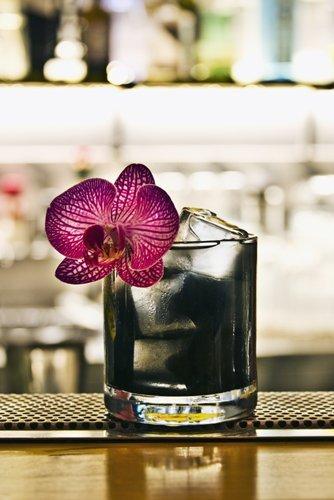 bicchiere in vetro con cocktail