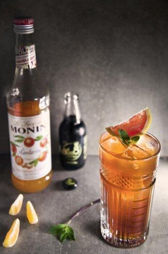 cocktail con sciroppo d'arancia