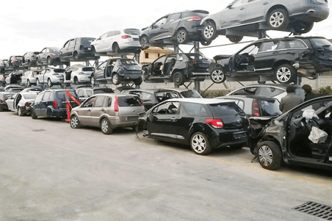 demolizione di automobili