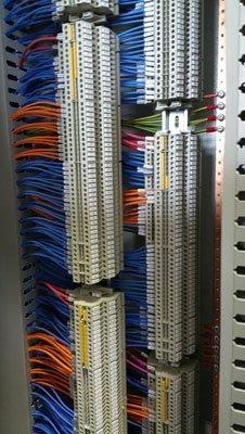 fili elettrici collegati