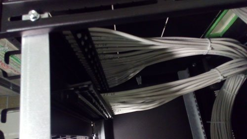 primo piano di alcuni fili elettrici