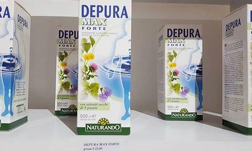 delle confezioni di cartone color bianco con dei fiori disegnati e la scritta in blu Depura Max Forte