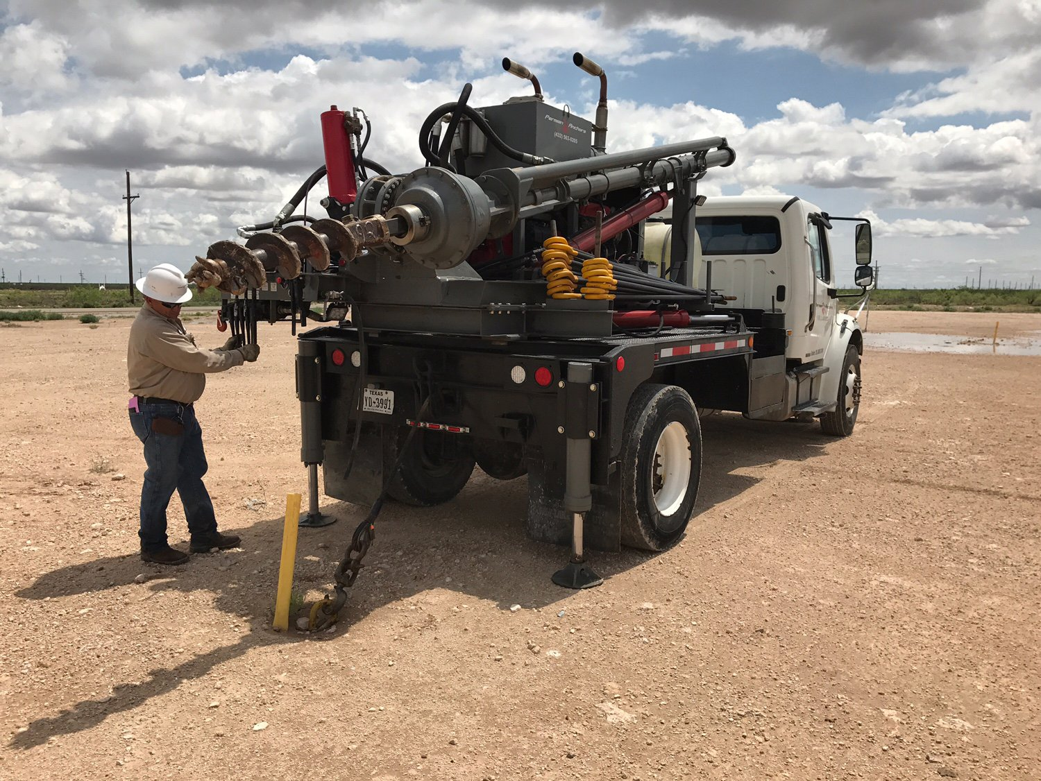 hole drilling truck