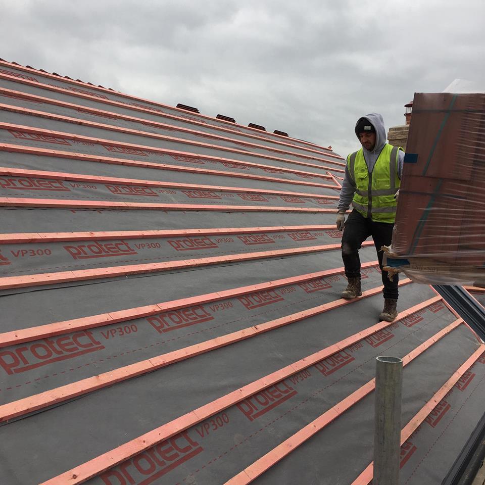 roofer inspecting