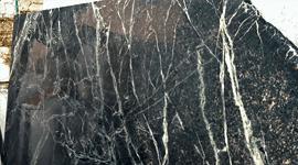 marmo nero con venature bianche