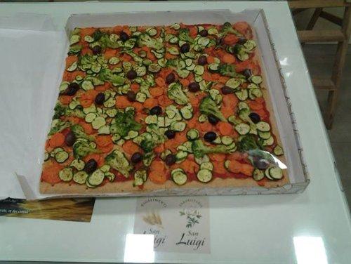 Pizza di farro integrale alle verdure