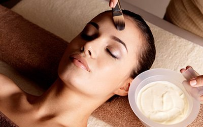 silk beauty clinic young woman at facial