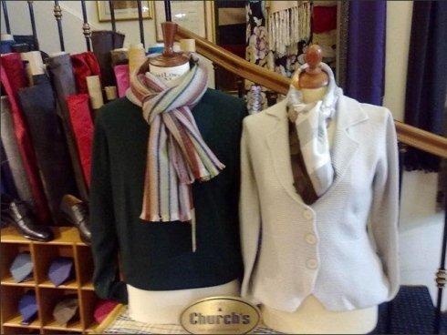 Si realizzano camicie ed abiti da cerimonia su misura e completamente personalizzati.