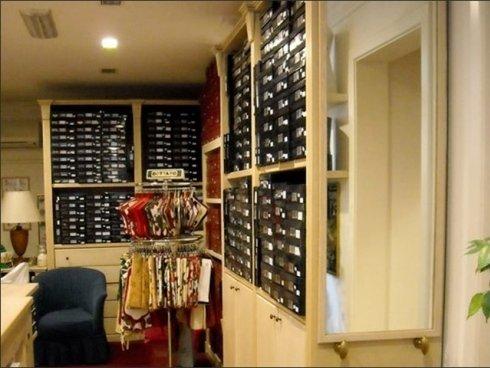 Tra i prodotti in vendita al negozio Arturo Scola potrete trovare articoli di stoffa per la casa, tra cui presine e guanti da forno.