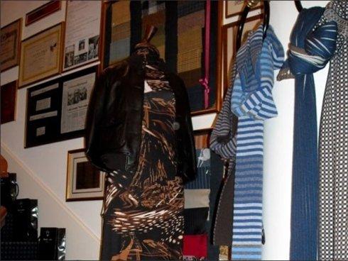 Per dare risalto ad un vestito importante si propone una vasta scelta di accessori per abbigliamento donna.