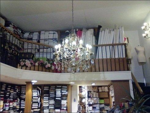 Il negozio Arturo Scola vende articoli di arredamento per la casa e accessori per abbigliamento.