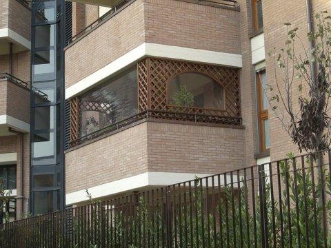 Vendita grigliate e fioriere bologna masetti sergio for Grate in legno per balconi